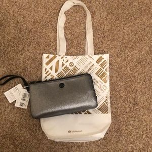NWT Lululemon Double Up Pouch Shiny silver/black